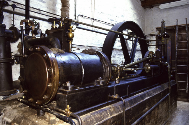The steam engine was the key technology in the first industrial revolution, autonomic digital networks in the fourth.    Picture by Chris Allen, CC BY-SA 2.0, https://commons.wikimedia.org/w/index.php?curid=3939903
