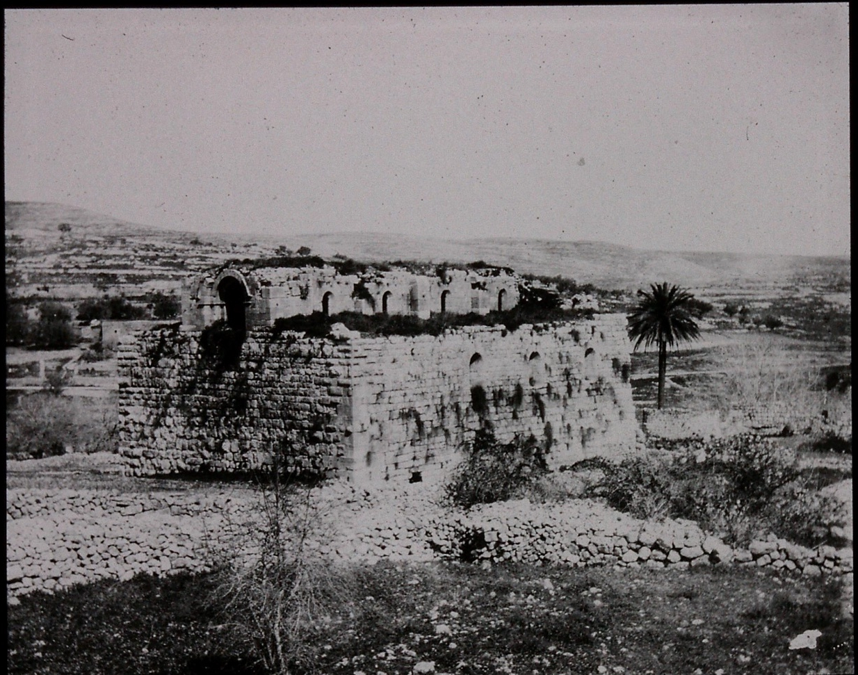 Gertrude Bell's photograph of 'Crusader Church, Abu Ghosh (El Qubeibeh), 12th C', March 1900. Catalogue number A140.