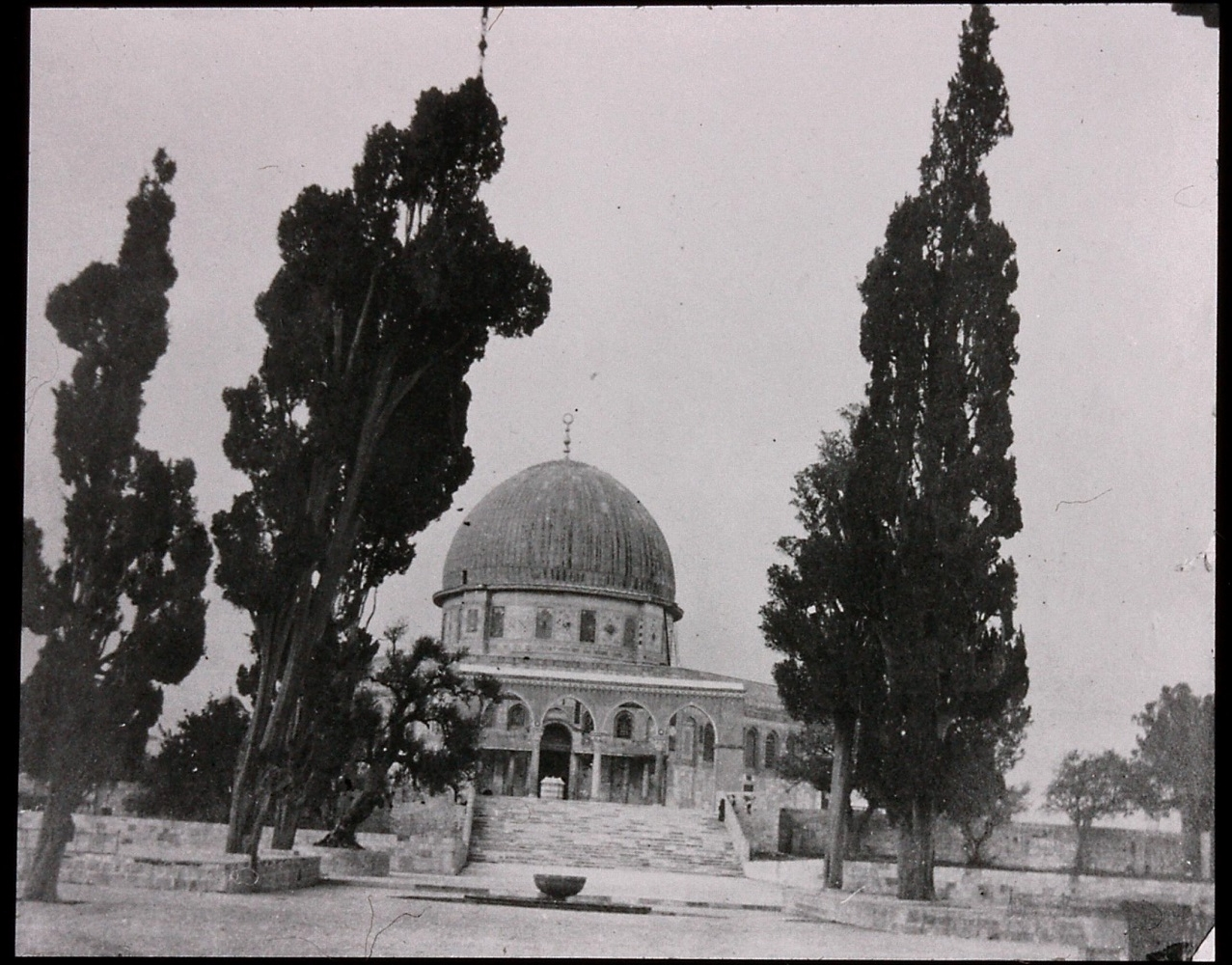 Gertrude Bell's photograph of 'the Mosque of Omar' (the Dome of the Rock), December 1899. Catalogue number A55.
