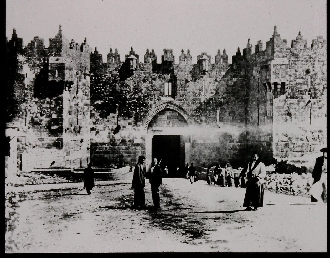 Gertrtude Bell's photograph of Damascus Gate, December 1899. Catalogue number A25.