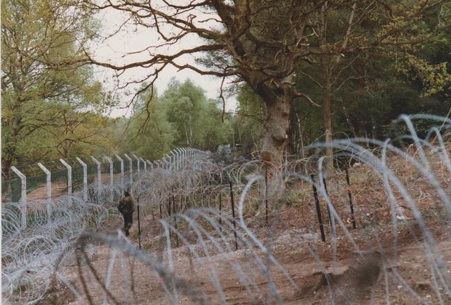 Greenham Common perimeter 1983 photo by Eleanor Scott