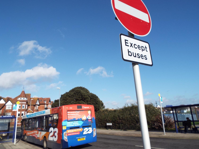 ocean-at-end-of-lane-except-buses.JPG
