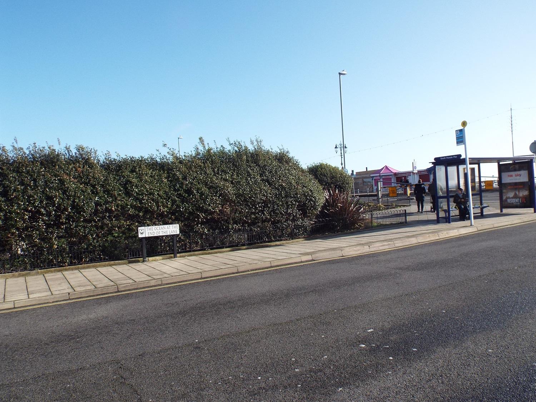 ocean-at-end-of-lane-towards-seafront.JPG
