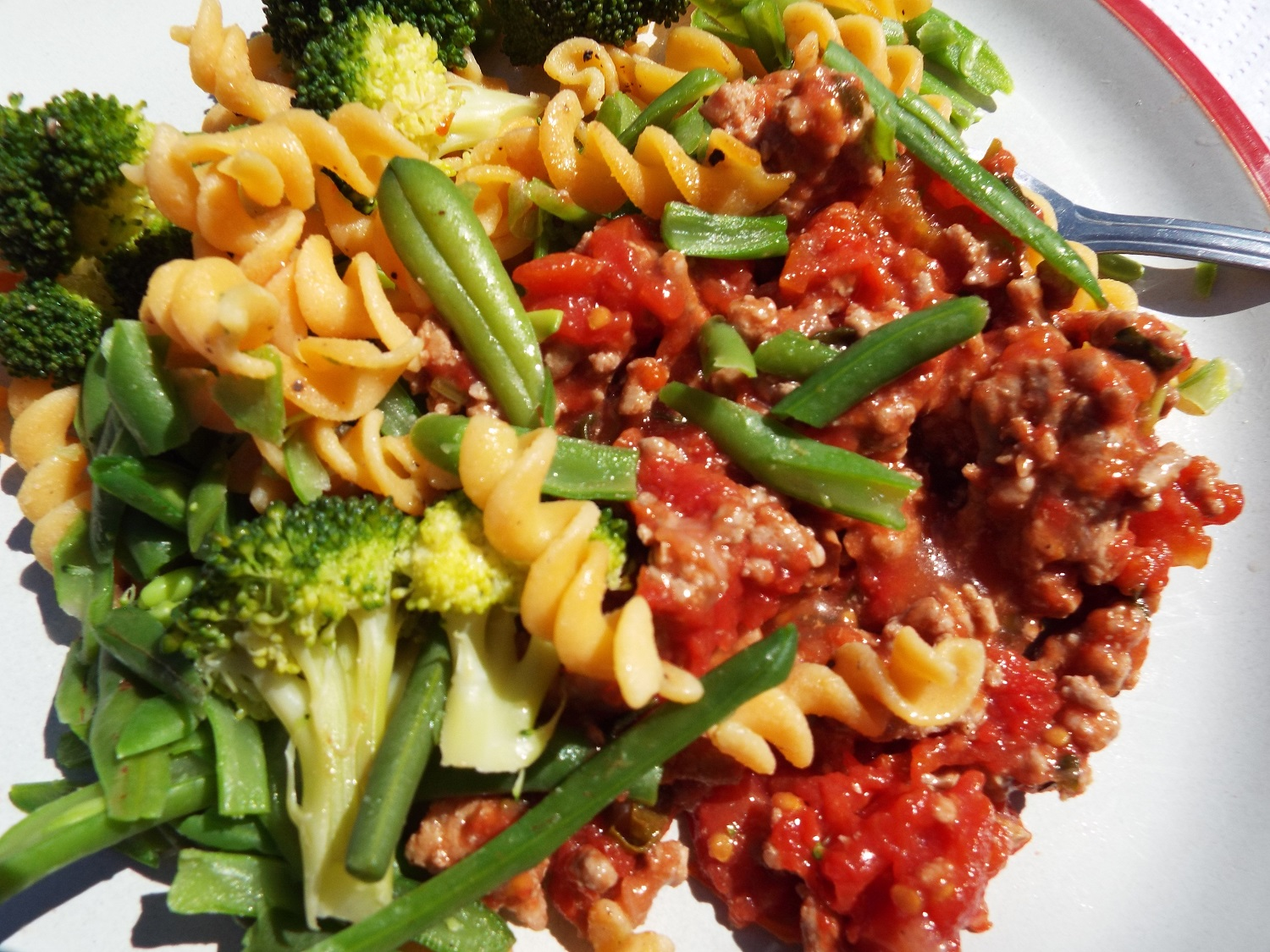 Red lentil pasta with green veg (here, green beans and broccoli) with turkey mince bolognese - replace meat with mushrooms as required