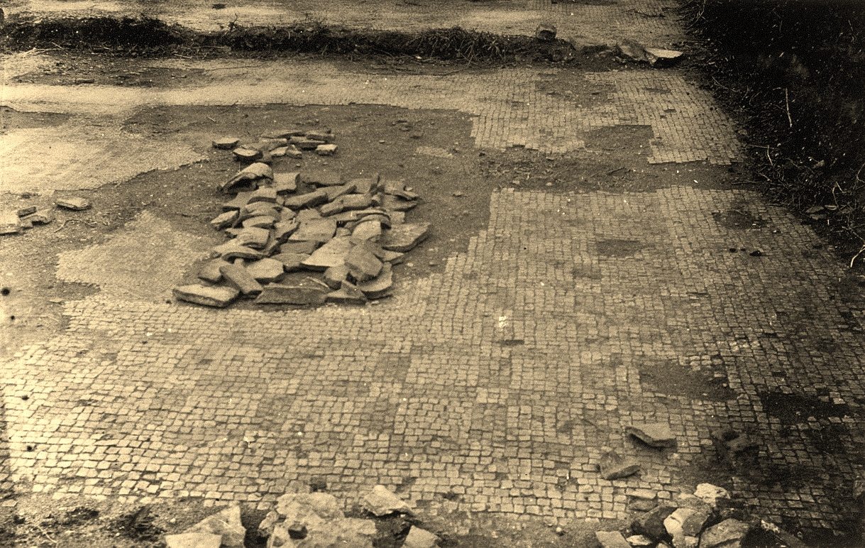 Pavement at 'Potter Hill villa', Norton Disney, excavations c 1934. Photo kindly supplied by David Barker, archivist of the Collingham & District Local History Society. An already-damaged Roman building undergoes a somewhat shoddy excavation in the 1930s.