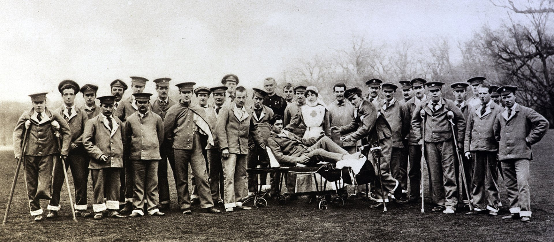 Lady Onslow with hospital patients at Clandon Park (Photo credit: National Trust, Clandon Park)