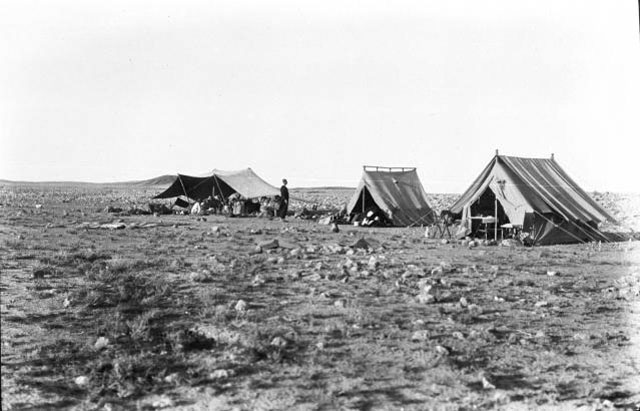Gertrude Bell's camp, 1913-14 (Credit: Gertrude Bell Archive, Newcastle University)
