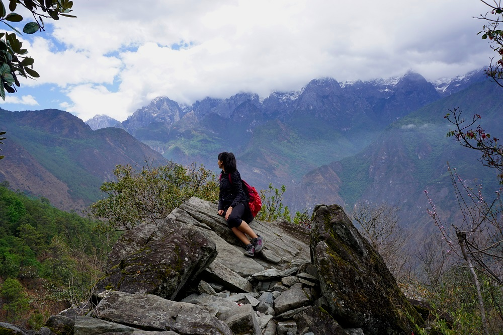 view of the tiger leaping gorge while hiking and trekking in china