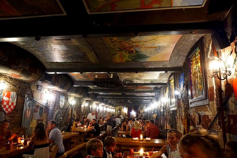 Weekend-In-Budapest-2-Days-Itinerary-Sir-Lancelot-Restaurant.jpg