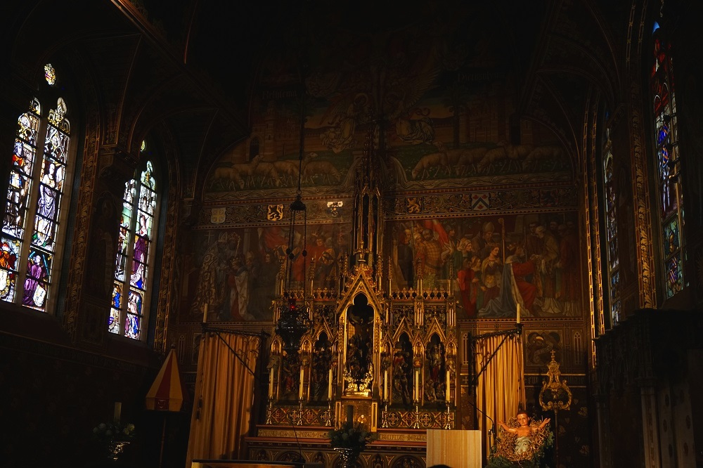 What-to-do-in-Bruges-Basilica-of-the-Holy-Blood.jpg