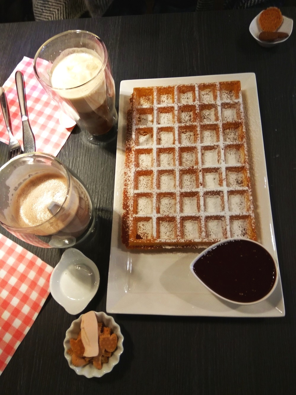 What-to-do-in-bruges-belgian-waffles-lizzie-wafels.jpg