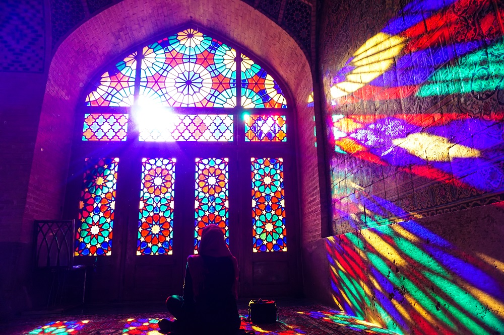 a quiet moment of reflection at nasir al-mosque.