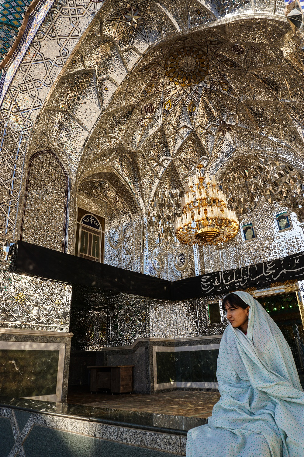 Iran-Tourist-Attractions-Places-To-Visit-Shrine.jpg