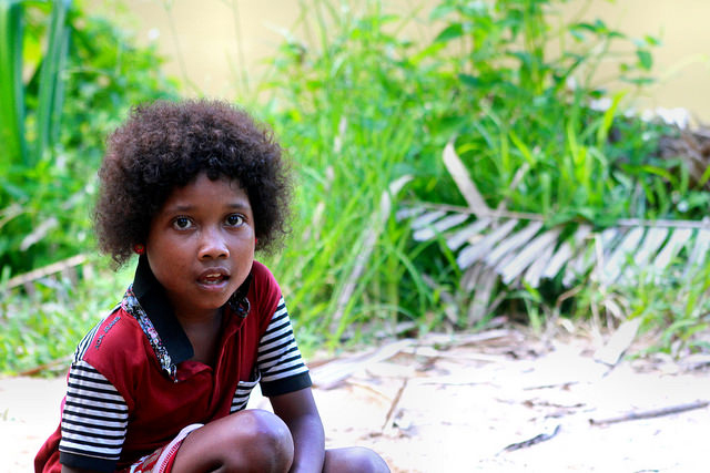 A Bateq child in taman negara. Picture by phalin Ooi on flickr, Creative commons