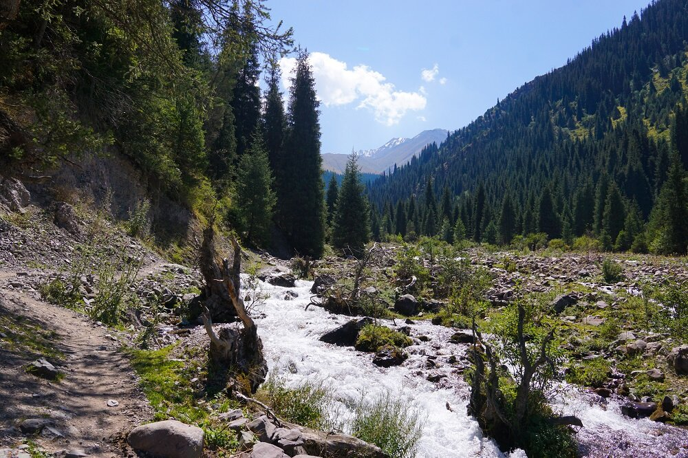 Passing by streams, lush verdant valleys on our way to Kol-Tor Lake.
