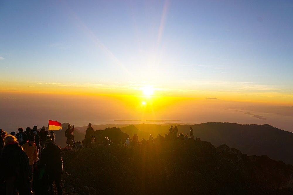 Reaching-summit-mount-rinjani-trekking.jpg