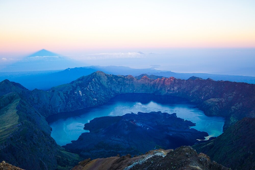 clearly beautiful to see the the turquoise  Segara Anak  crater lake, with the conical shape of Gunung Baru volcano protruding from its waters at mount rinjani.