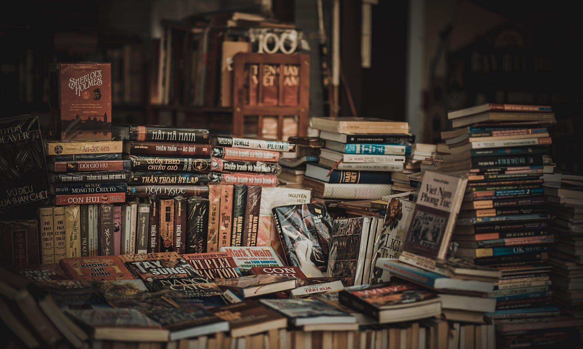 travel-books-to-read.jpeg
