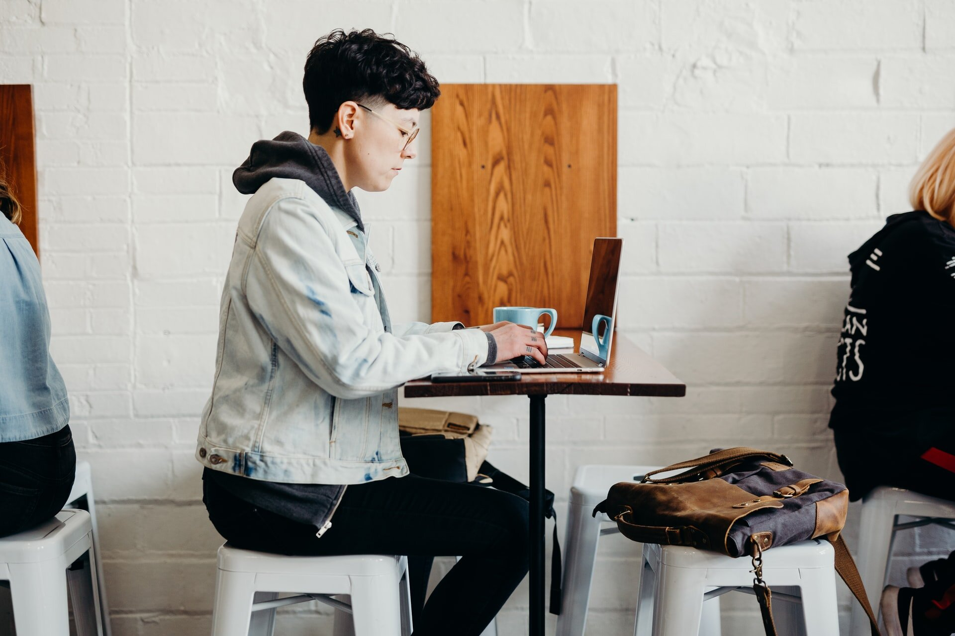 what's a smart backpack, why should you care and how can you pick the best one that will strike a right balance between work and life!