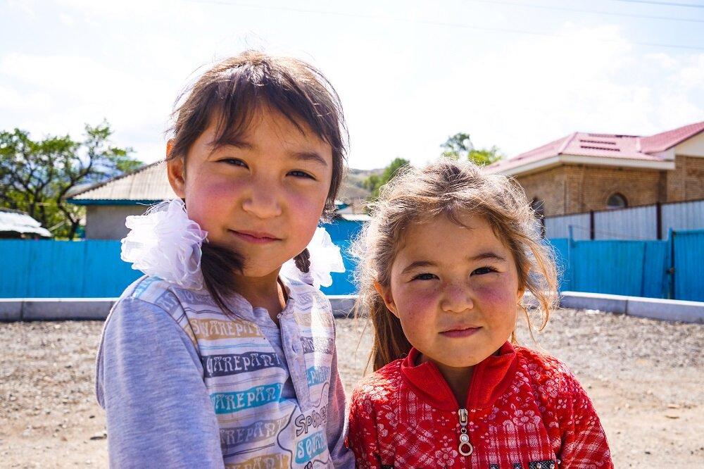 Saty-rural-village-kazakhstan-children.jpg