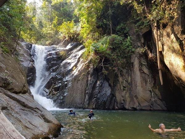 Chilling-waterfalls-best-hiking-trails-near-kl.jpeg