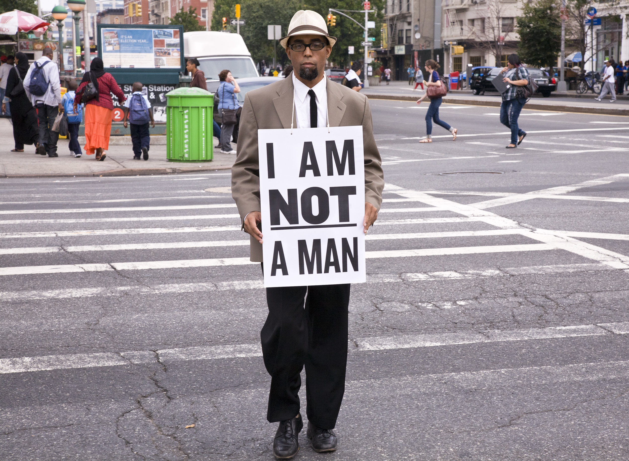 Dread Scott,  I Am Not a Man, performance still 68 (2009). Pigment print, 89 x 122 cm. Courtesy of the artist