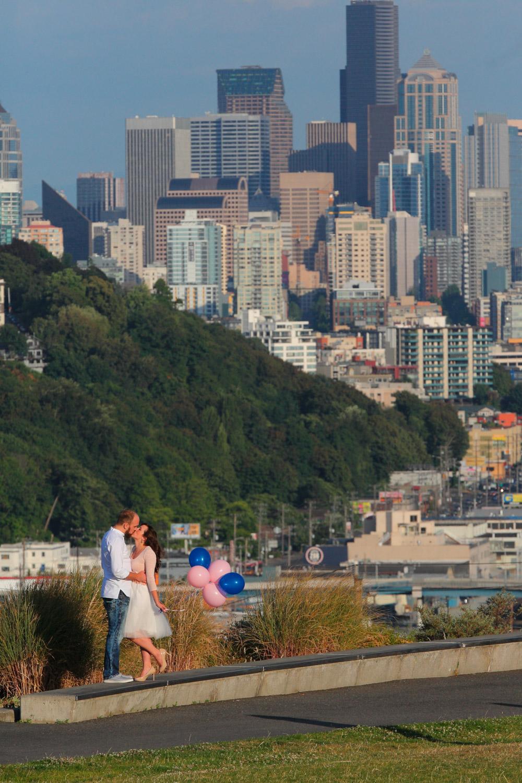 Engagement Photos Pike Market and Sculpture Park Seattle Washington13.jpg