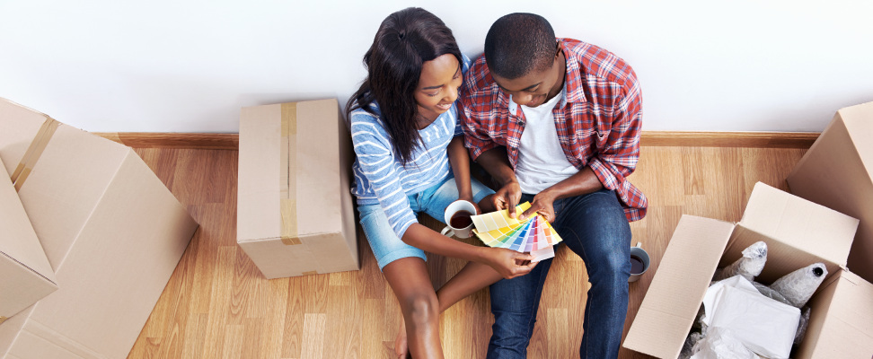 couple-moving-into-house-together
