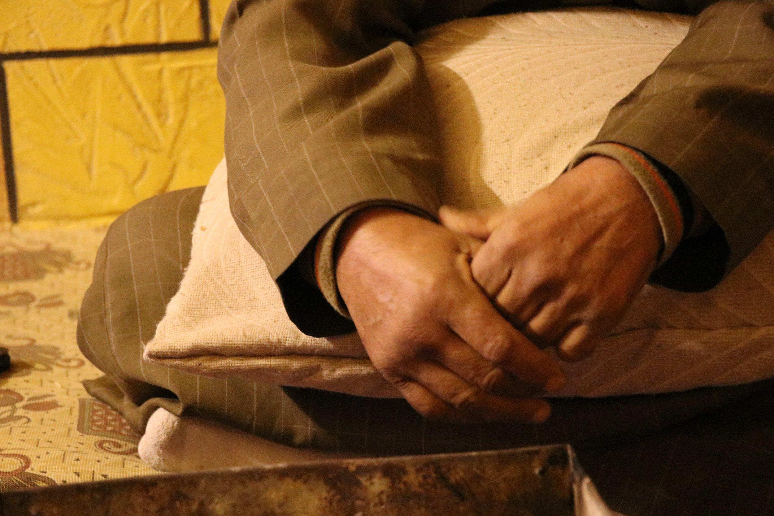 Abu Diab's hands at rest. (c) E. Fiddian-Qasmiyeh. December 2016.]