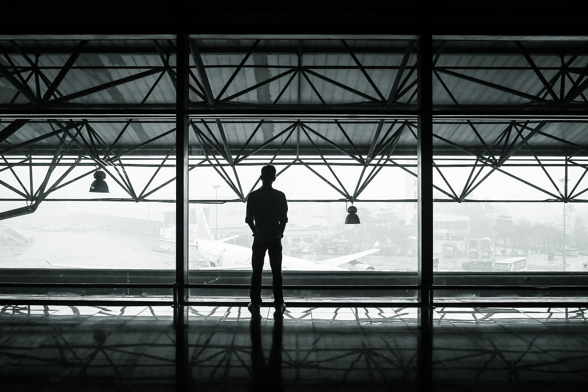 airport-351472_1920.jpg