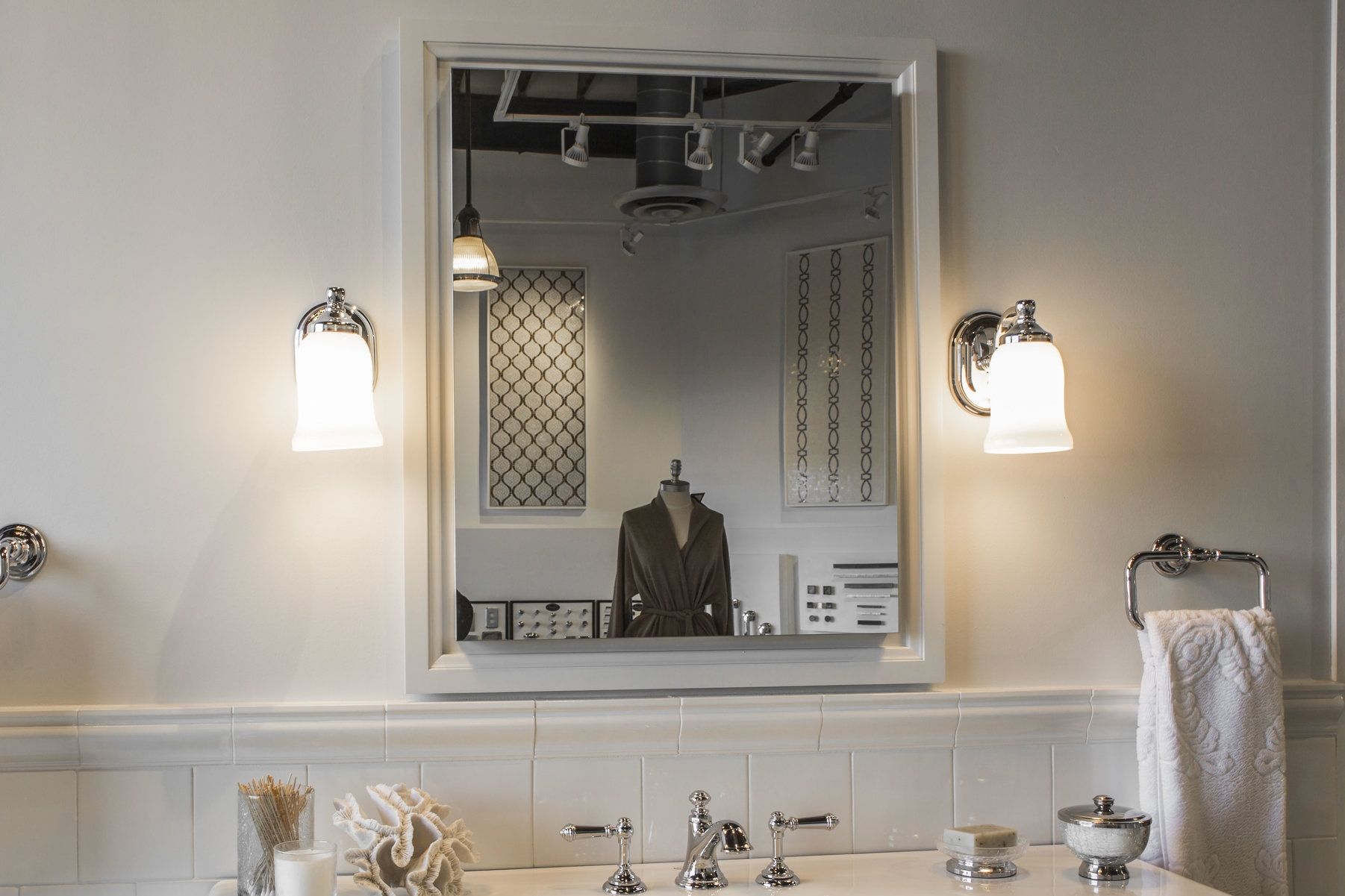 LIGHTING     Brighten up your new kitchen and bath with stunning fixtures from Visual Comfort, Hudson Valley, Ilex, and Norwell.