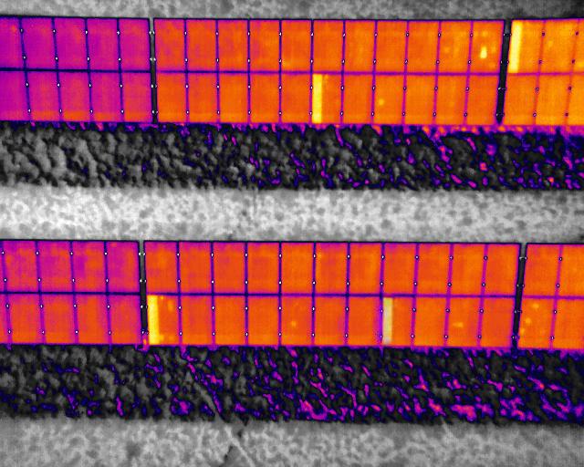 Drohnen-Beispielaufnahme einer Photovoltaik Anlage mit durchgeschalteten Bypass Dioden und Hotspots die durch Thermografie sichtbar gemacht werden können.