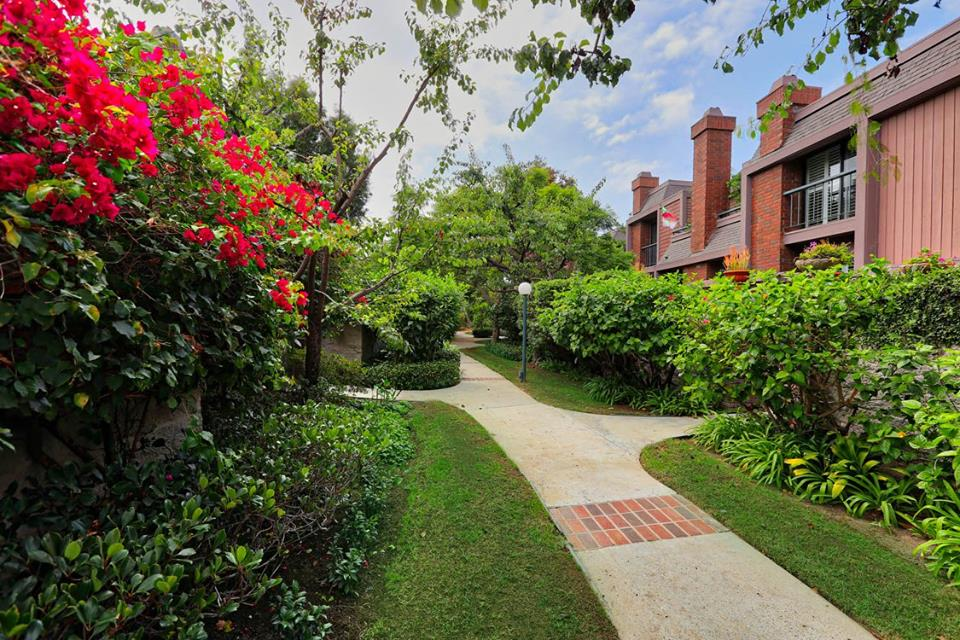 4411 alla rd. #2, marina del rey         listed for $1,049,000 Sold for 1,080,000