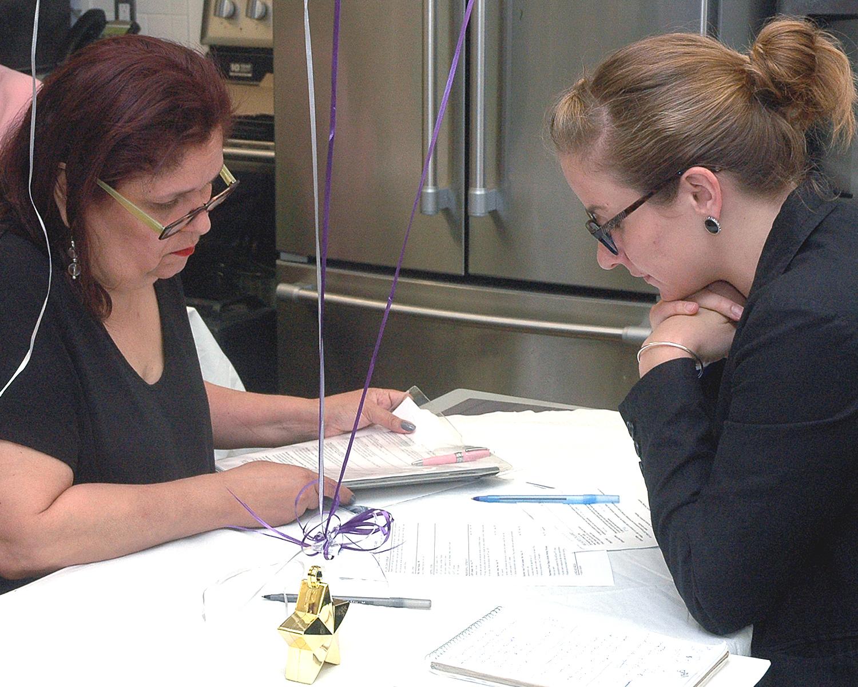 Gwenn Fairall helping an attendee improve her resume