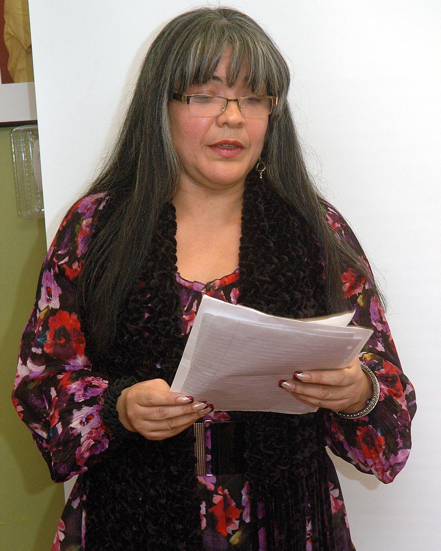 Poet`s Café: Rosa Velez