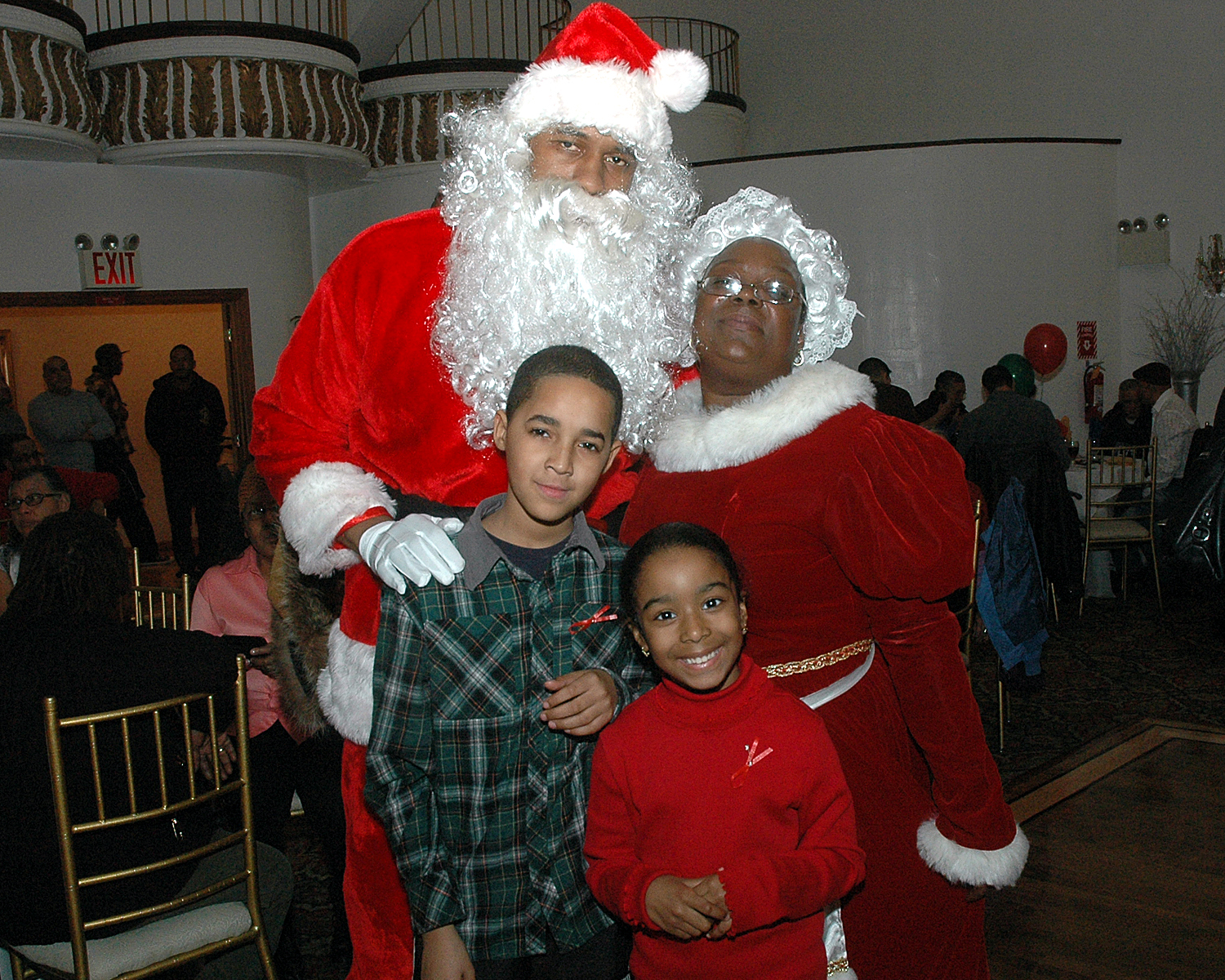Attendees posing with Santa and Mrs. Claus