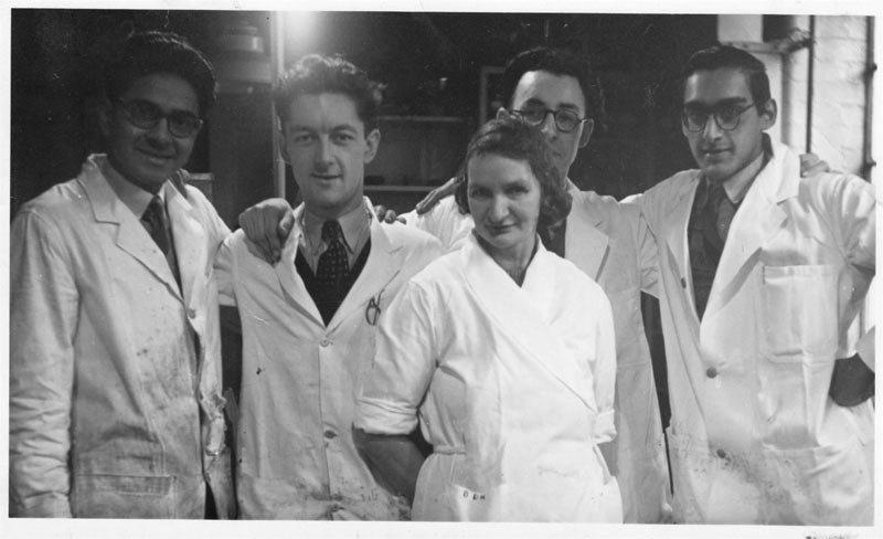 chemists1a.jpg