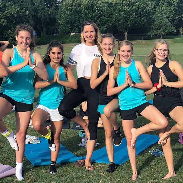 🌲posing with some of the strongest girls I know 🧘♀️ One of my favorite things about the Lead weekend is getting out and challenging ourselves in new and fun ways. For the second year in a row we worked with @swimoutlet and @yogaoutlet to provide these beautiful yoga mats for sunrise yoga in Piedmont Park. It was a gorgeous morning and the perfect way to kick off a full day of activities and talks!  #leadsportssummit #shavasanaismyfavorite
