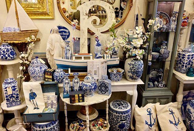 Blue Mood #jimmyferrari #valerieferrari #theheartofmissionhills #westlewisshoppingdistrict #giftboutique #greetingcards #blue @sarongsocialclub @chateaubelage @lebelageboutique @withlovegift