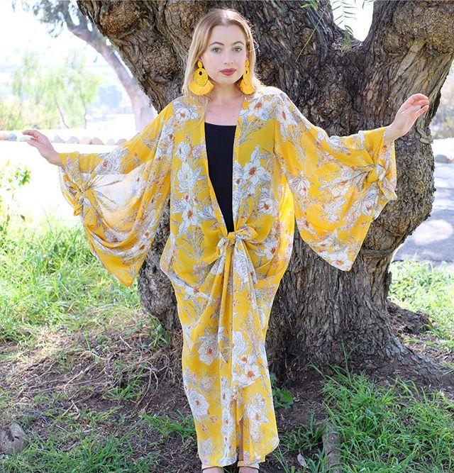 Kimono Beauty #jimmyferrari #valerieferrari #theheartofmissionhills #kimono #westlewisshoppingdistrict #92103 @jennafergracious @lebelageboutique @withlovegift @sarongsocialclub @chateaubelage @pourstyles #photoshoot