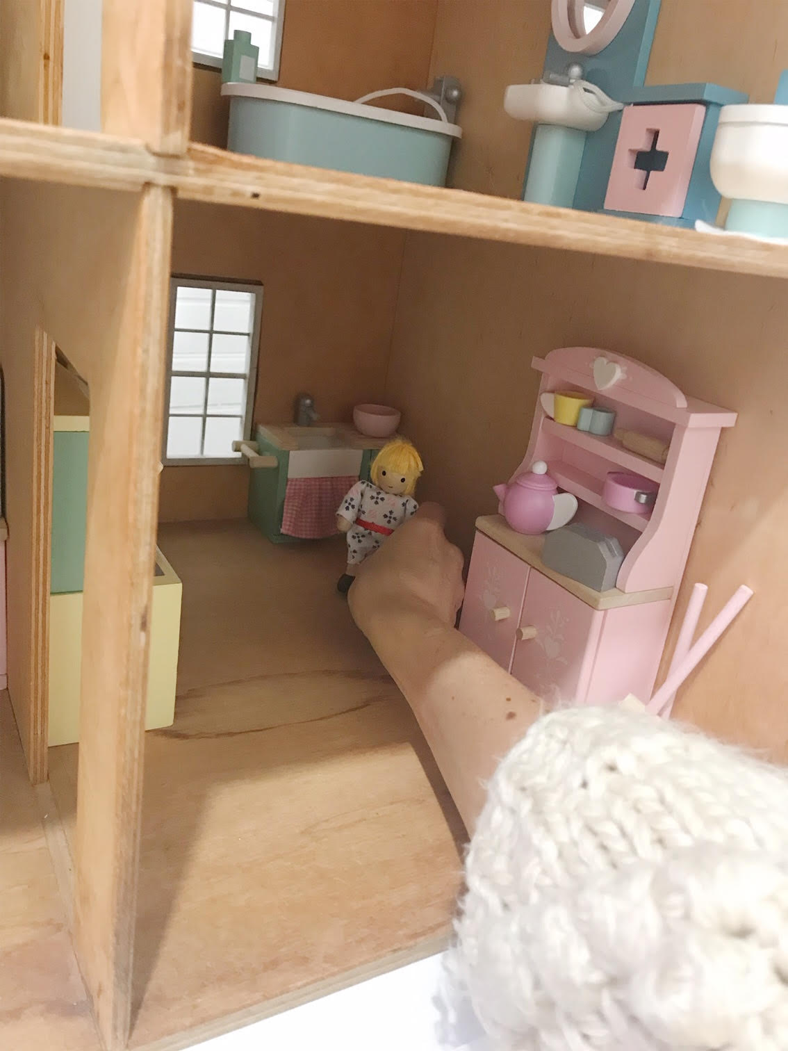 Dollhouse 14.jpg