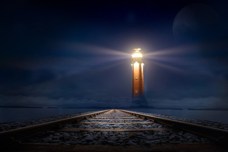 lighthouse-2306978_1920.jpg