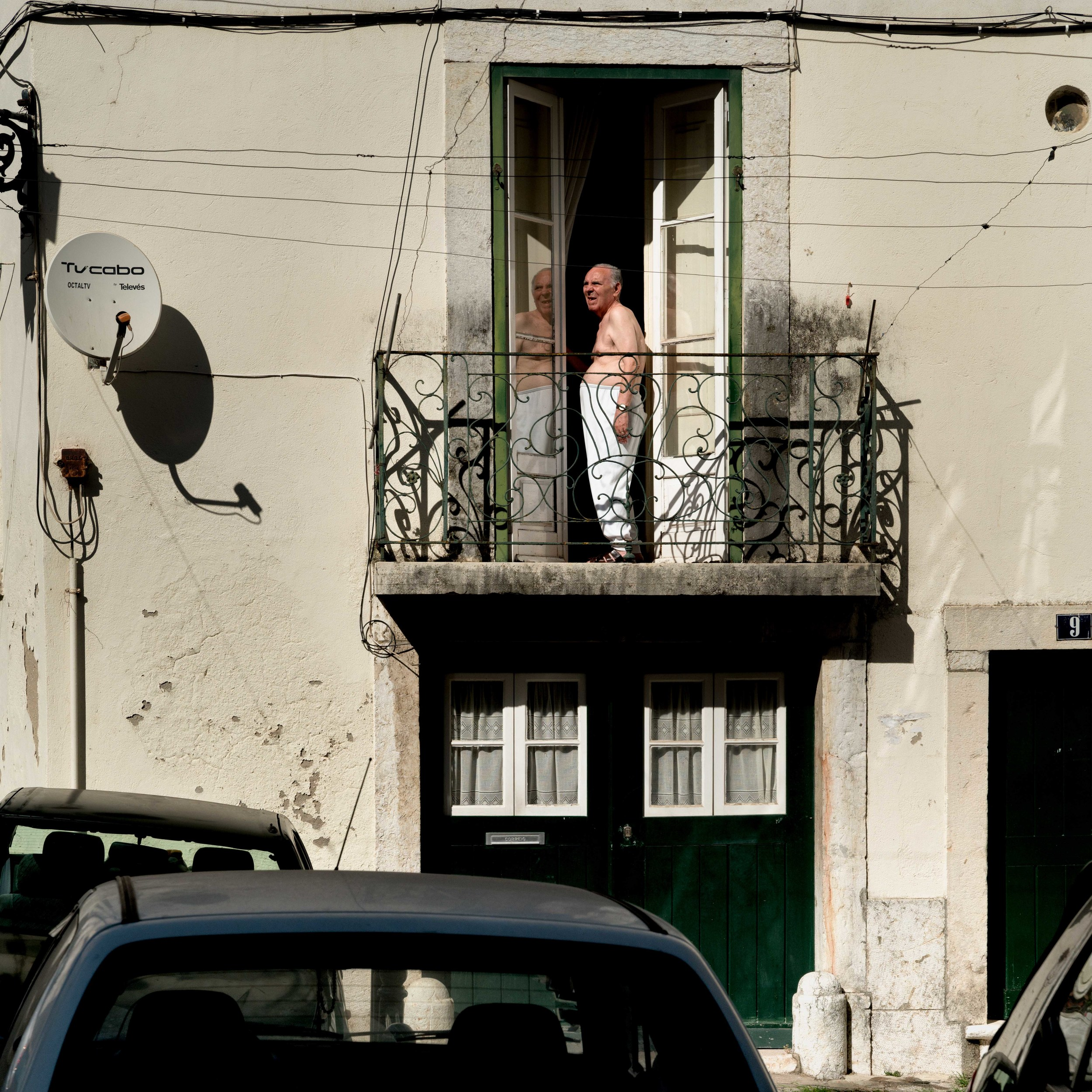 DSC02610_sRGB_CO_Relative_Resident of Alfama in Late Afternoon.jpg