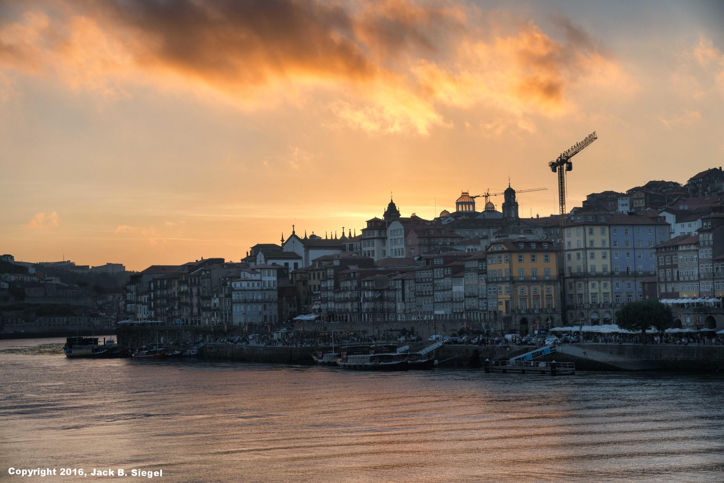 DSC04402_sRGB_CO_Relative_Sunset in Porto.jpg