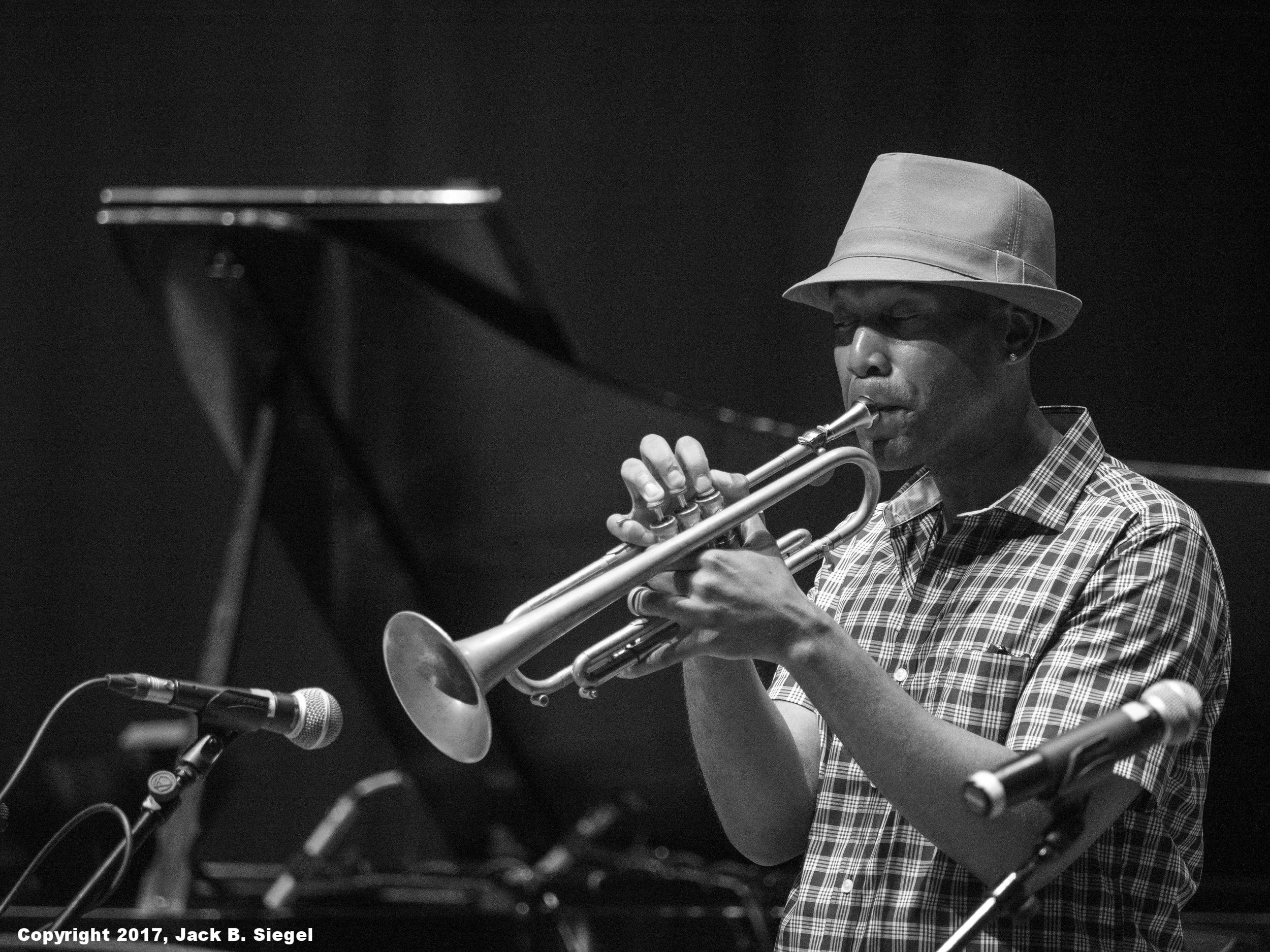 _DSF4938_Copyright_sRGB_relative_Trumpeter.jpg