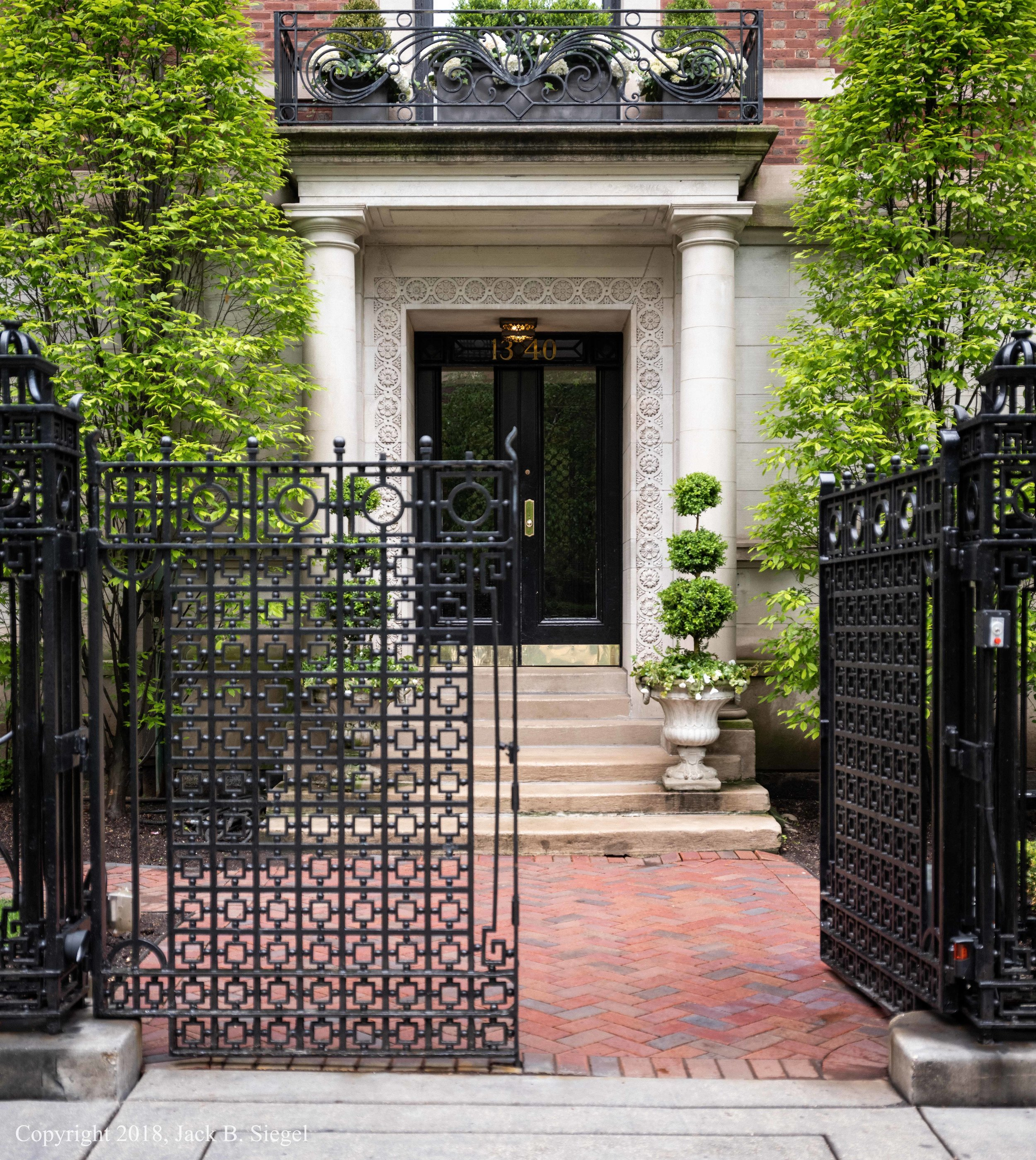 _DSF9092_Copyright_Entrance to the Former Playboy Mansion.jpg