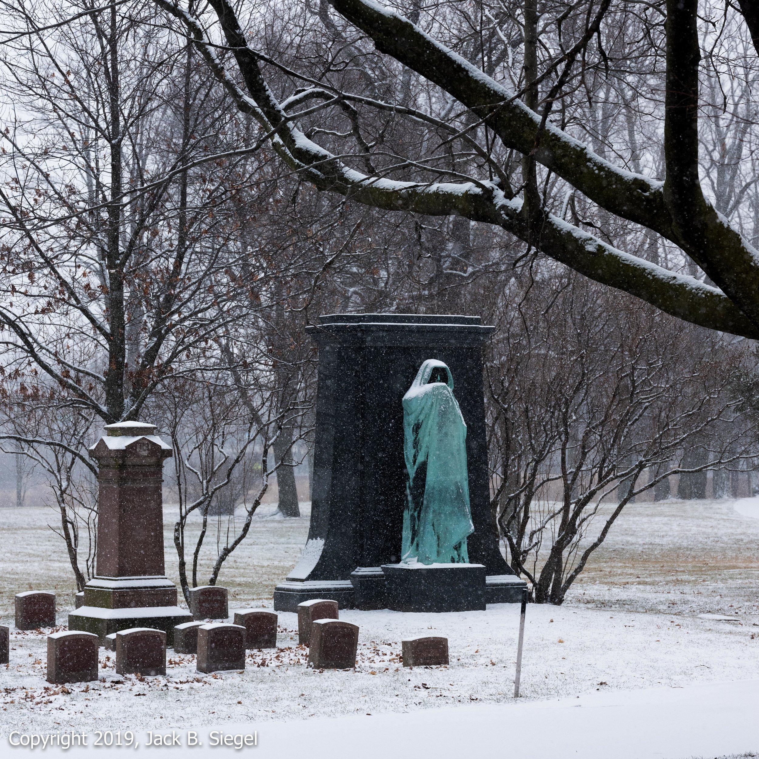 _DSF1510PS__Copyright 2018 jpeg_Death Lurks in Graceland Cemetery.jpg