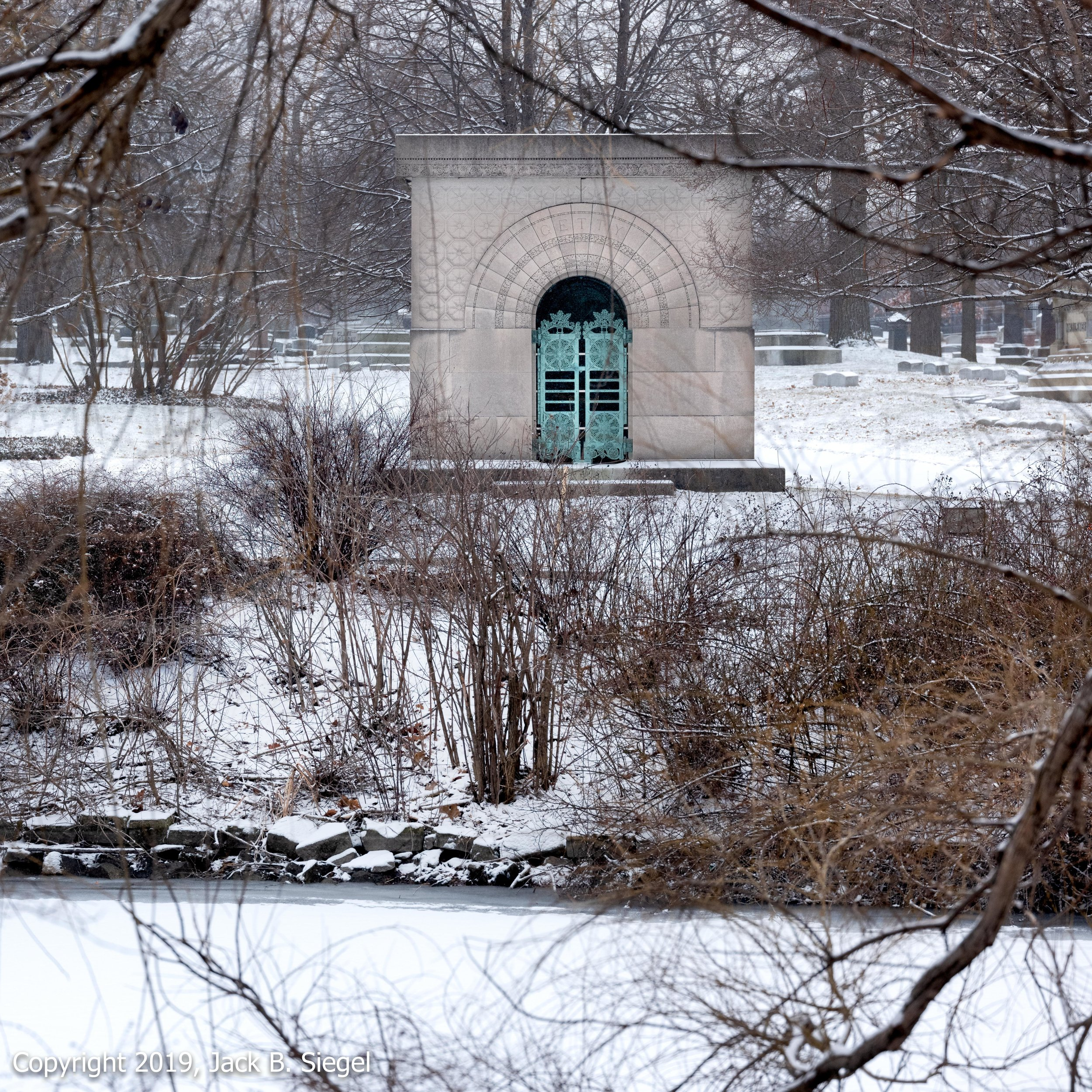 _DSF1625PS__Copyright 2018 jpeg_Carrie Eliza Getty's Tomb in Graceland Cemetery.jpg