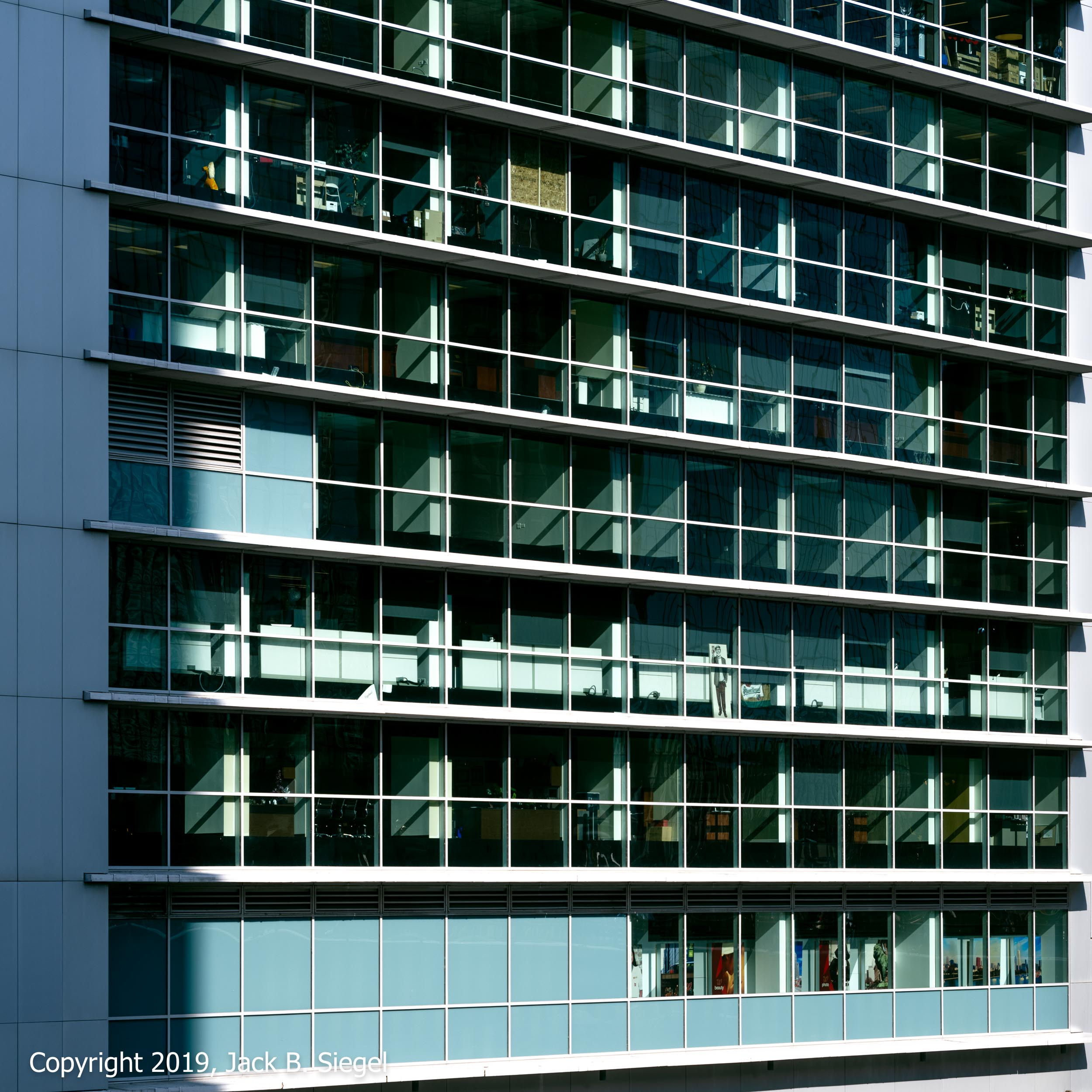 _DSF5714PS__Copyright 2018 jpeg_Aluminum and Glass Grid.jpg