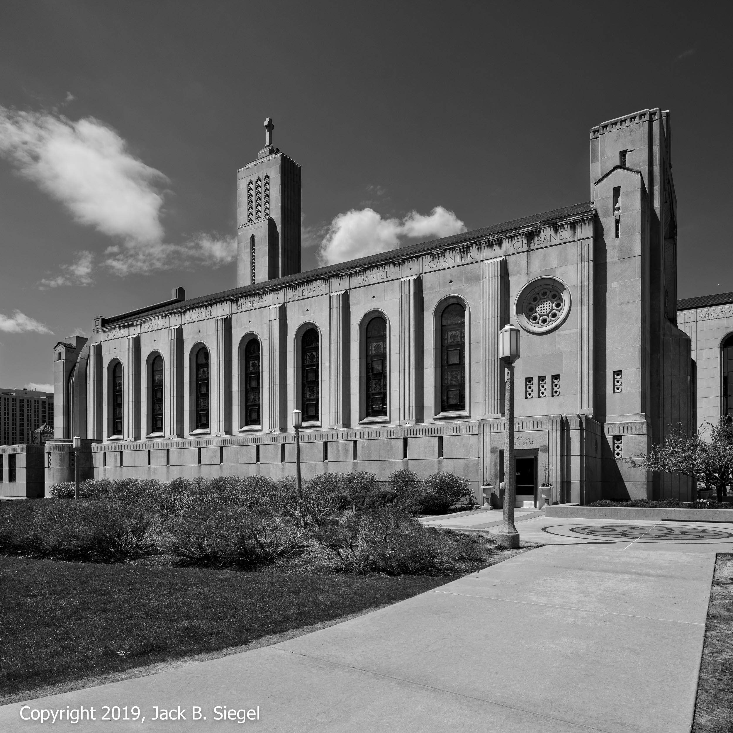 Madonna Della Strada Chapel on Chicago Loyola University's Main Campus II